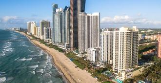 Two Units for 16 Walk to Beach, Pool, Bar - Sunny Isles Beach - Building