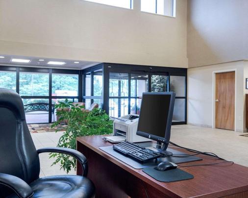 Comfort Inn & Suites LaVale - Cumberland - La Vale - Business Center