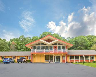 Econo Lodge - Manchester - Building