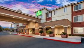 La Quinta Inn & Suites by Wyndham Las Vegas Red Rock - Лас-Вегас - Здание