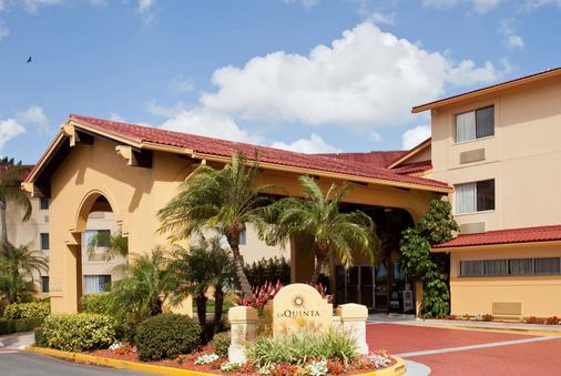 La Quinta Inn & Suites by Wyndham St. Pete-Clearwater Airpt - Clearwater - Toà nhà