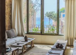 Blue Marlin Beach House - Batroûn - Living room