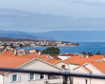 Apartments & Rooms Lavanda - Malinska - Outdoors view