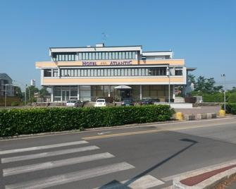 Hotel Atlantic Meublè - Treviglio - Будівля