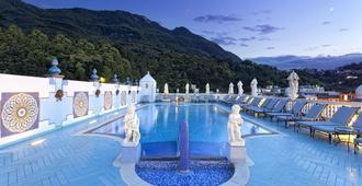Terme Manzi Hotel & Spa - קאסאמיצ'ולה טרמה - בריכה