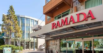 Ramada by Wyndham Vancouver Airport - Richmond