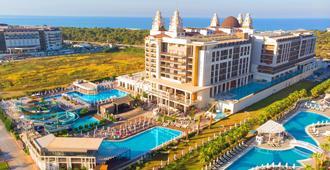 Riolavitas Spa & Resort - Side