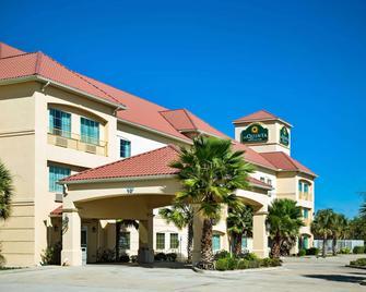 La Quinta Inn & Suites by Wyndham New Iberia - New Iberia - Building