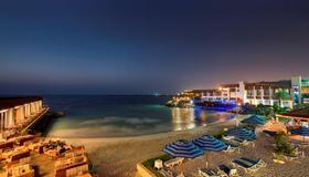 Dubai Marine Beach Resort & Spa - Dubai - Beach