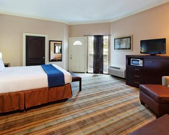 Holiday Inn Express Benicia - Benicia - Спальня