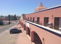 Los Jitos Hotel & Suites - San Carlos - Außenansicht