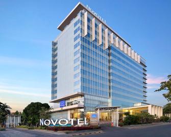 Novotel Makassar Grand Shayla - Макассар - Building