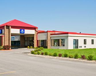 Americas Best Value Inn & Suites Hesston - Hesston - Building