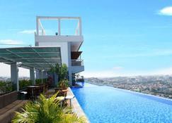 Star Hotel Semarang - Σεμαράνγκ - Πισίνα