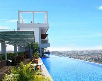 Star Hotel Semarang - Semarang - Pool