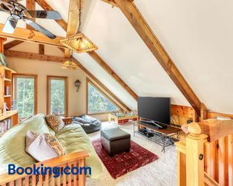 The Glengreen Retreat - Littleton - Living room