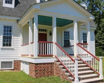 Gracefield Hall Bed and Breakfast - Providence Forge - Building
