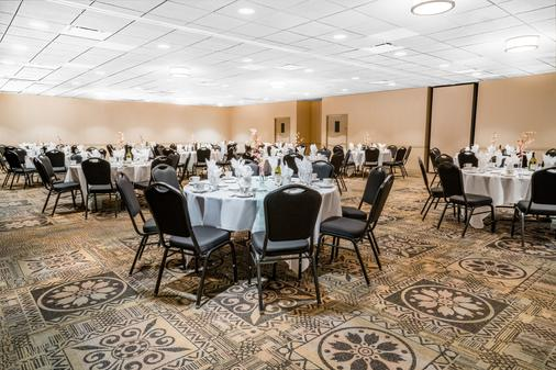 Days Inn by Wyndham La Crosse Conference Center - La Crosse - Banquet hall