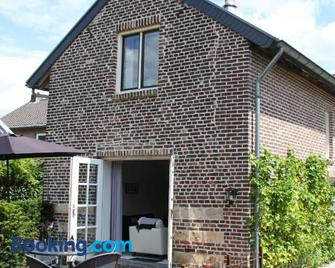 Luxurious Holiday Home in Eijsden near the River - Ейсден - Building
