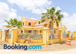 Landhuis Belnem Bonaire - Kralendijk - Building