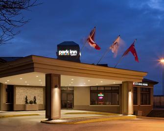 Park Inn by Radisson Toronto-Markham - Markham - Gebäude