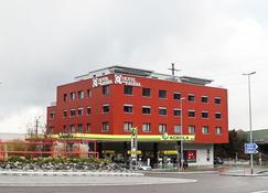 Hotel am Kreisel - Lachen - Building