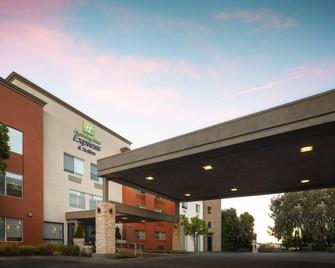 Holiday Inn Express & Suites Belmont - Belmont - Gebouw