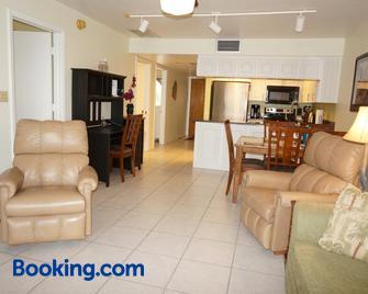 Bass & Sun Condominium 2/2 Bedroom - Clewiston - Wohnzimmer