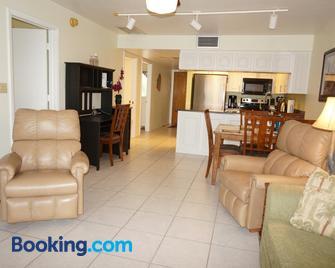 Bass & Sun Condominium 2/2 Bedroom - Clewiston - Living room
