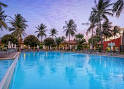 Ocean Bay Hotel & Resort - Bakau - Pool