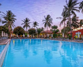 Ocean Bay Hotel & Resort - Bakau - Bazén