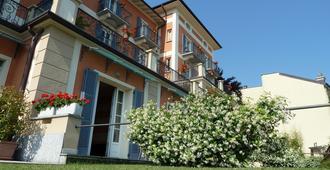 Hotel Residence La Luna Nel Porto - Stresa - Building