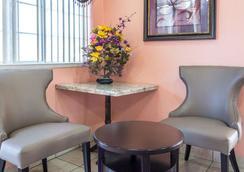 Rodeway Inn San Bernardino - San Bernardino - Lobby
