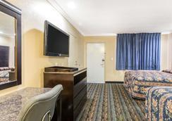 Rodeway Inn San Bernardino - San Bernardino - Bedroom