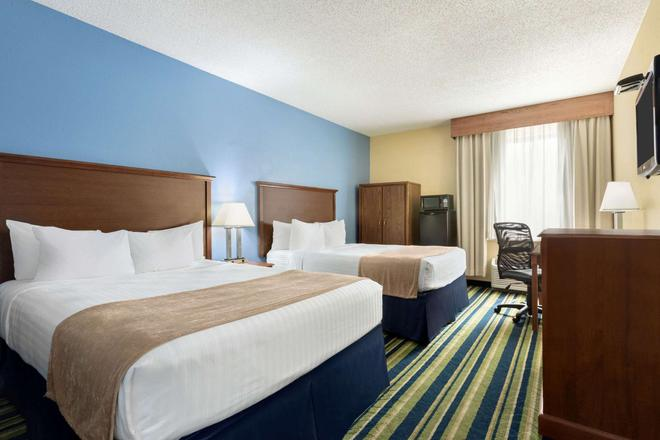 Days Inn by Wyndham Fargo - Fargo - Bedroom