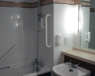Holiday Inn A55 Chester West - Mold - Bathroom