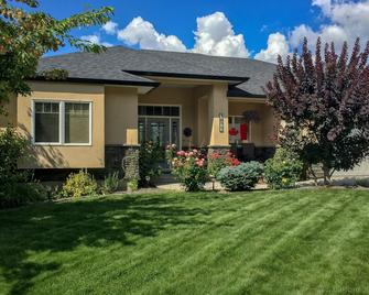 Adela's Bed and Breakfast - West Kelowna - Gebouw