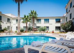 Fiesta Inn Saltillo - Saltillo - Bể bơi