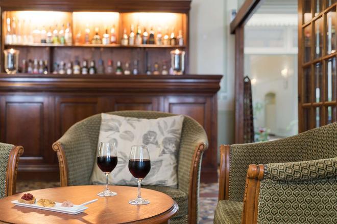 The Originals Boutique, Hostellerie des Trois Pigeons, Paray-le-Monial (Inter-Hotel) - Paray-le-Monial - Bar