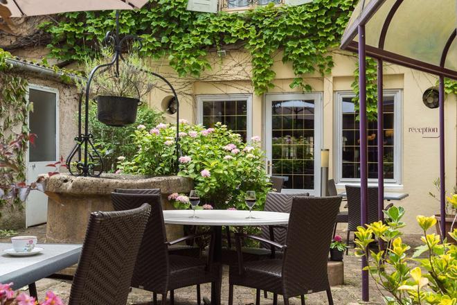 The Originals Boutique, Hostellerie des Trois Pigeons, Paray-le-Monial (Inter-Hotel) - Paray-le-Monial - Patio