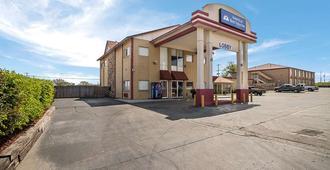 Americas Best Value Inn Tulsa At I-44 - Tulsa - Rakennus