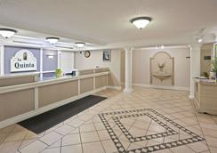La Quinta Inn Omaha West - Omaha - Lobby