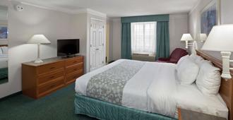 La Quinta Inn By Wyndham Omaha West - Omaha - Bedroom