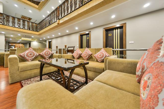 Hotel Royal Hillton Pahalgm - Pahalgam - Living room