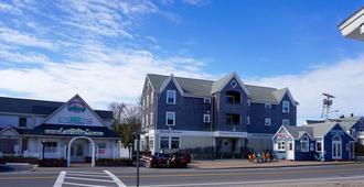 The Hendrickson House - Block Island - Building
