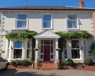 Victoria Park Lodge - Leamington Spa - Building
