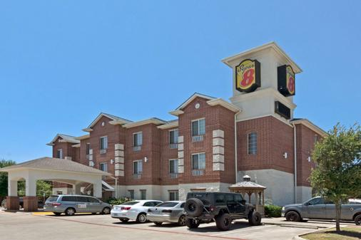Super 8 by Wyndham Austin/Airport South - Austin - Building