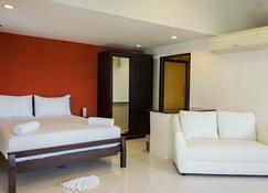 Baan Natacha Beachfront Guesthouse - Kamala - Κρεβατοκάμαρα