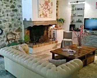 Le Mas Des 5 Fontaines. Gite - Sisteron - Huiskamer