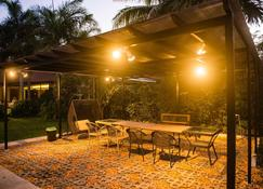 La Finca Village A, private pool villa, Studio - Batangas - Patio